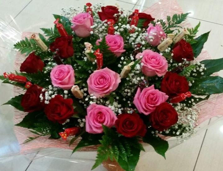 זר-ורדים-ושוקולד