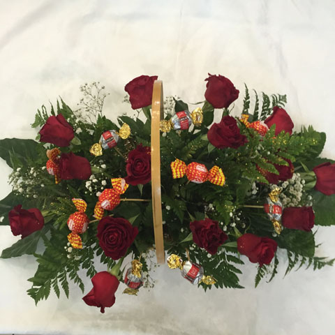 סלסלת ורדים מתוקה אדומה