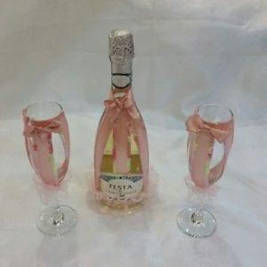 כוסות ובקבוק שמפניה